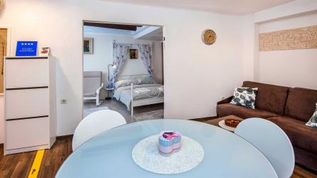 RUBINUM - One Bedroom Apartment