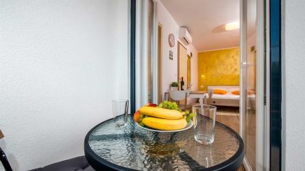 TEREZA ORANGE - Studio Apartment