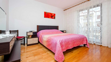 ISABELLA RED - Three Bedroom Apartment