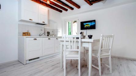 CA' 1620 Rosa selvatica - One Bedroom Apartment