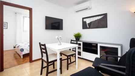 C52-2 - One Bedroom Apartment Near the Beach