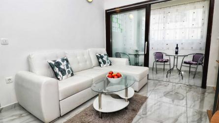 Apartment Amalia White
