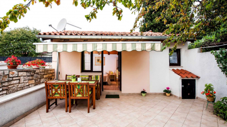 CHIARA - Studio Apartment with patio