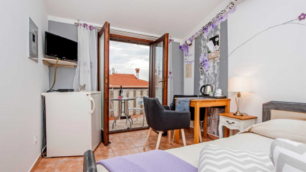 DOLORES 1 - Double Room with Balcony